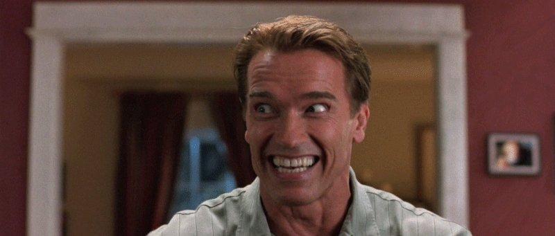 Arnold naerab
