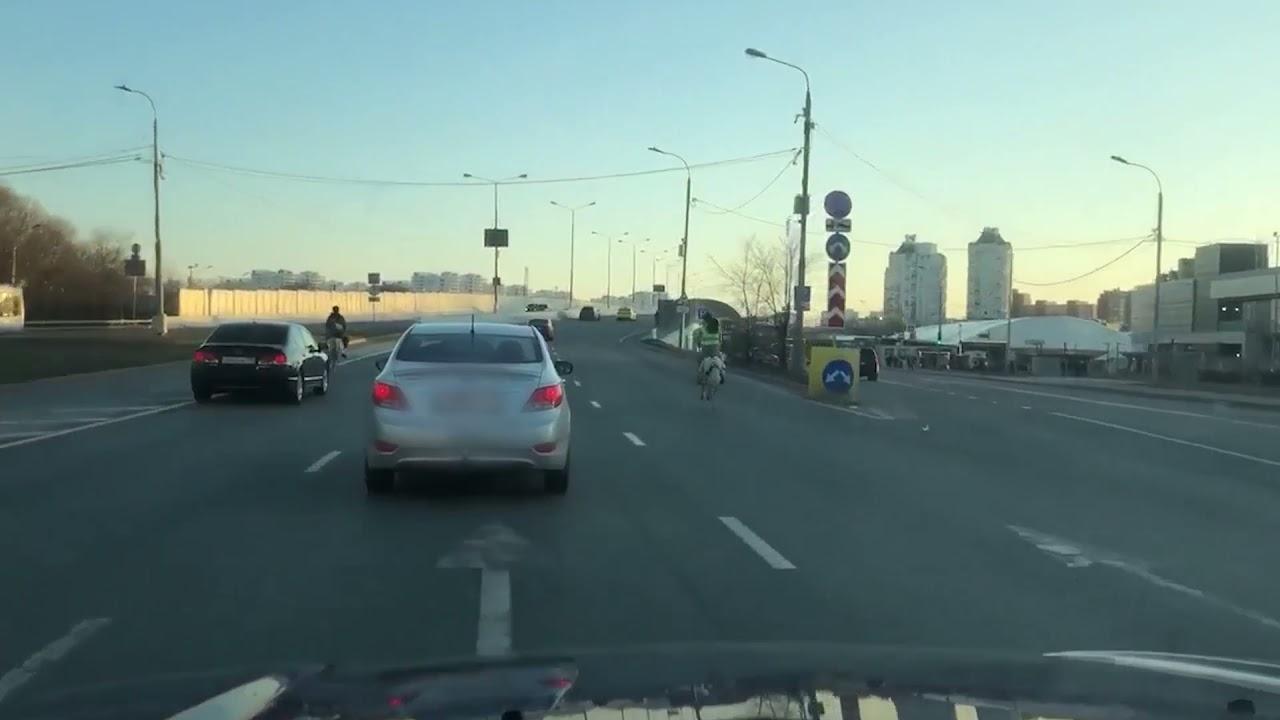 Võimalik Venemaal: ponidega linnatänaval autodega võidu