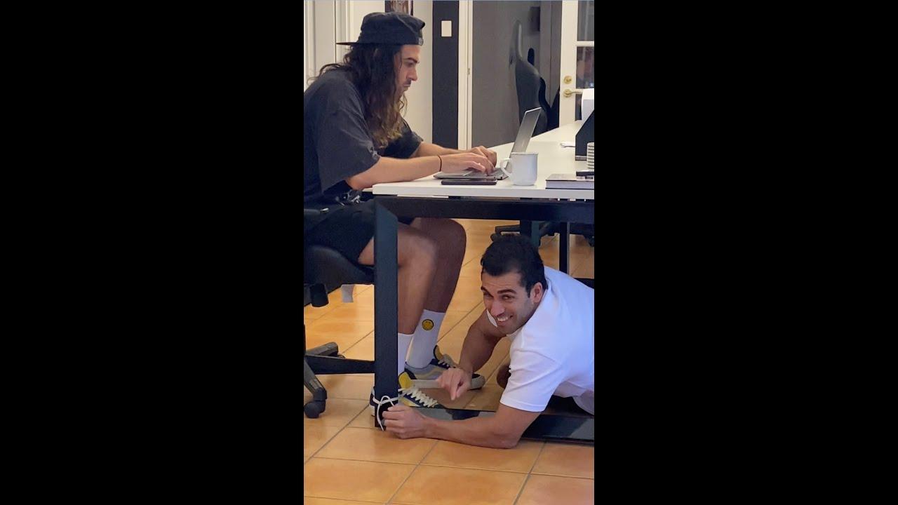 Kuidas kontoris kolleegidele vingerpussi mängida