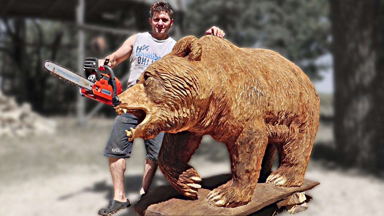 Vauu! Vaata kuidas mees puupakust karu välja saeb