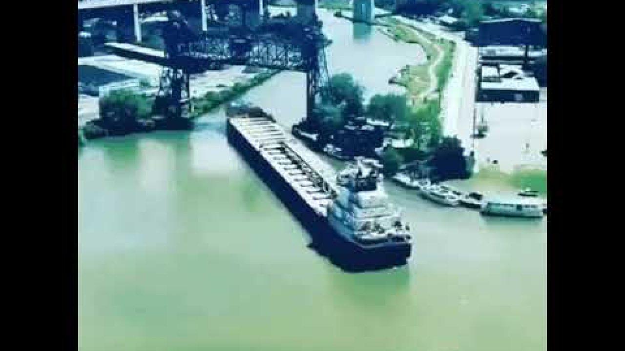 Vaata kuidas suured laevad jõel manööverdavad