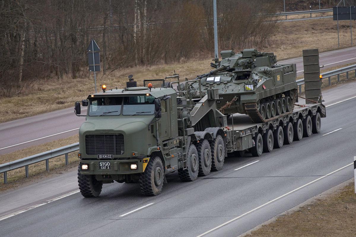 Lätist õppuselt naasvad kaitseväe kolonnid sulgevad ajutiselt Pärnus Papiniidu silla