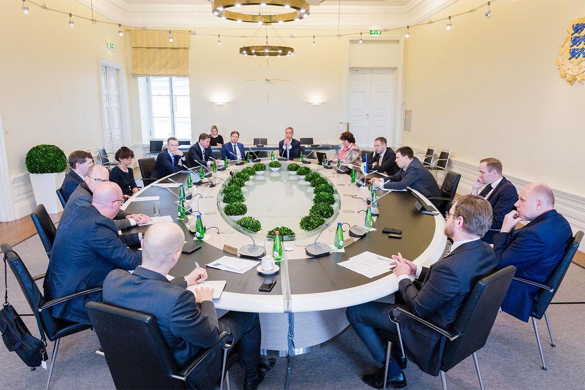 Ratas arutas pankurite esindajatega majanduse tulevikku