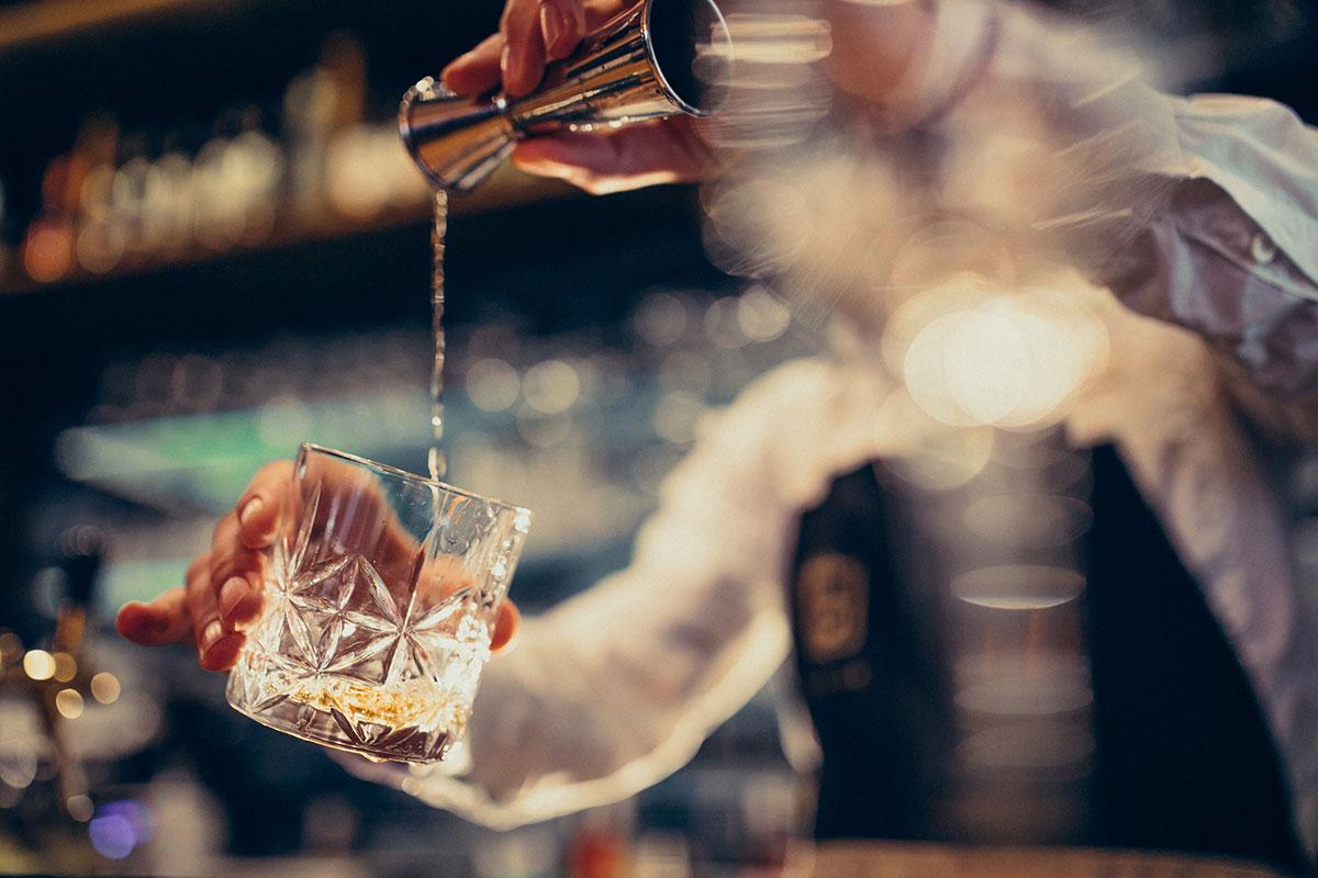 Valitsus pikendas öise alkoholimüügi keeldu kuni märtsi lõpuni