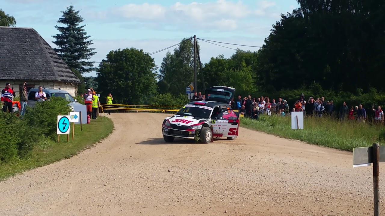 Gryazin rehvi vahetamas Rally Estonia esimesel katsel